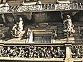 Casa Ibarz Bernat, balcó amb escultures.jpg