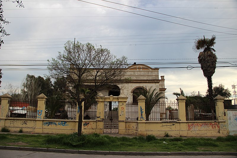 File casona en pueblo de lo espejo iv jpg wikimedia commons for Lo espejo 04500