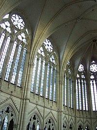Cathedrale d'Amiens - Grandes verrieres et voutes de la nef
