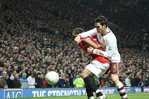 Anderson (footballer, born 1988) - Anderson battling with Cesc Fàbregas for the ball in a home match against Arsenal