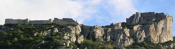 Balade en Pays Cathare 600px-Ch%C3%A2teau_de_Peyrepertuse_%28face_nord%29