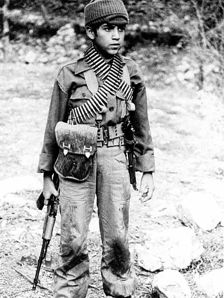 Iranian child soldier Children In iraq-iran war3.jpg