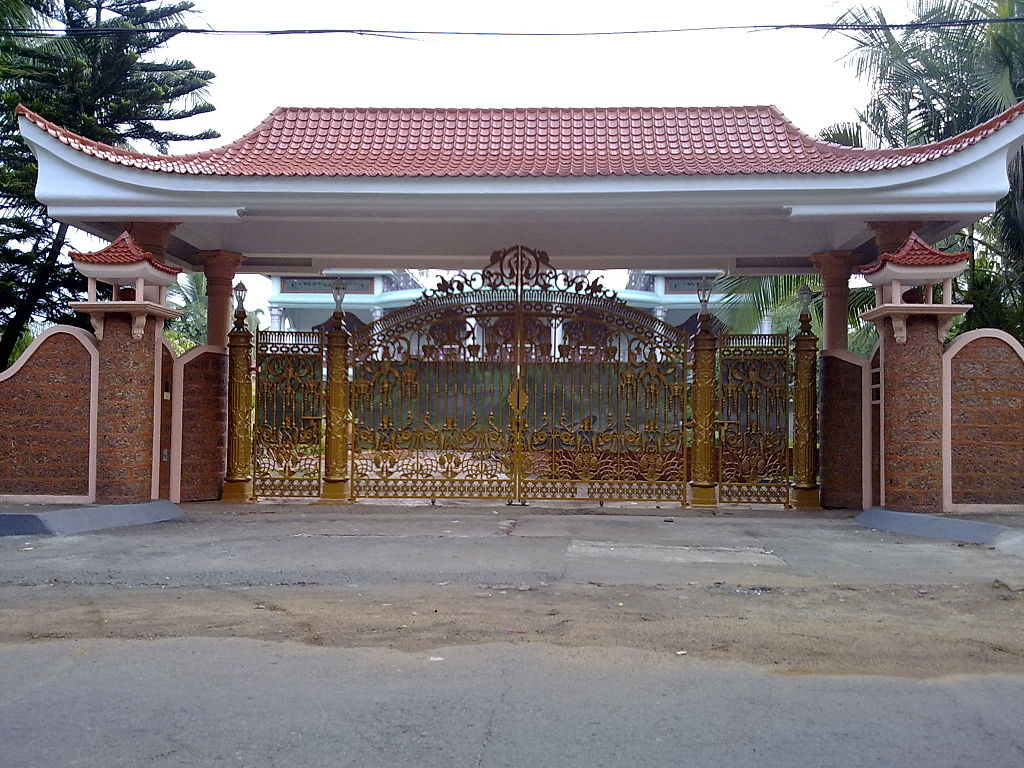 File:Chinese type gate from kerala.jpg - Wikimedia Commons