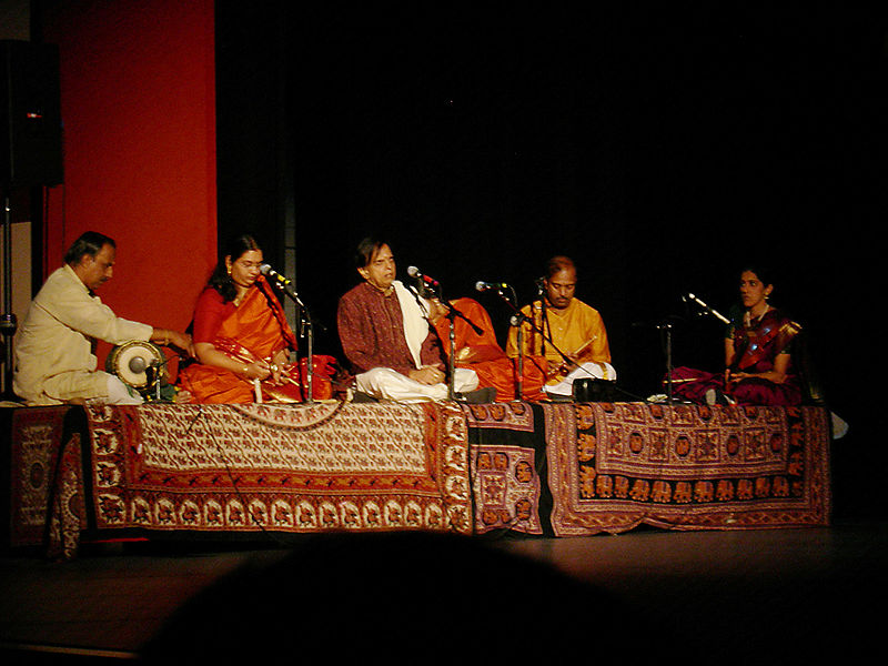 File:Chitra V's musicians 01.jpg