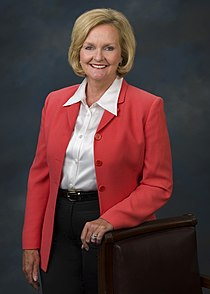 Claire McCaskill, official Senate photo portrait, standing, 2007.jpg