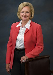Claire McCaskill, official Senate photo portrait, standing, 2007.jpg