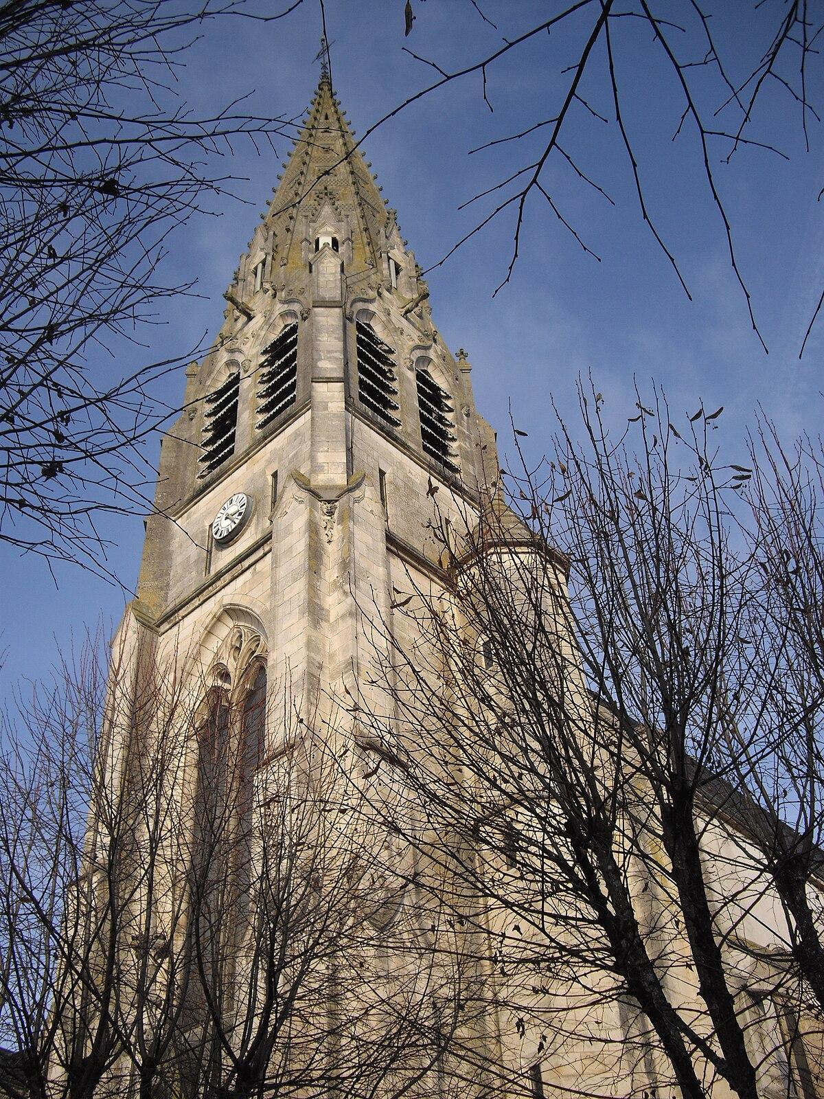Glise saint sauveur d 39 argenton sur creuse wikip dia for Piscine d argenton sur creuse