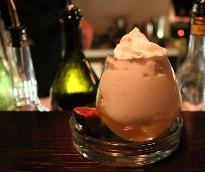 File:Cocktail with milk rice espuma in 3Freunde Bar.jpg