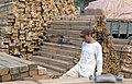 Collectie NMvWereldculturen, TM-20023412, Dia, 'Arbeider in de houthaven, Sunda Kelapa', fotograaf Janneke van Dijk, 1991.jpg