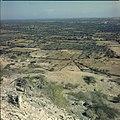 Collectie Nationaal Museum van Wereldculturen TM-20029750 Uitzicht over landschap met erfafscheidingen Bonaire Boy Lawson (Fotograaf).jpg