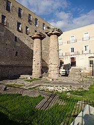 Le colonne doriche, uno dei simboli della città.