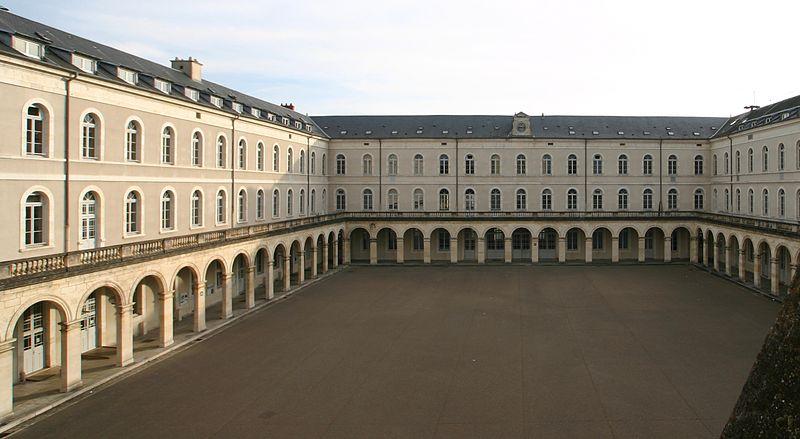File:Cour du lycée Jacques Coeur, Bourges, France.jpg