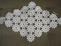 Heklanje 200px-Crochet_small_Swedish_tablecloth_about_1930