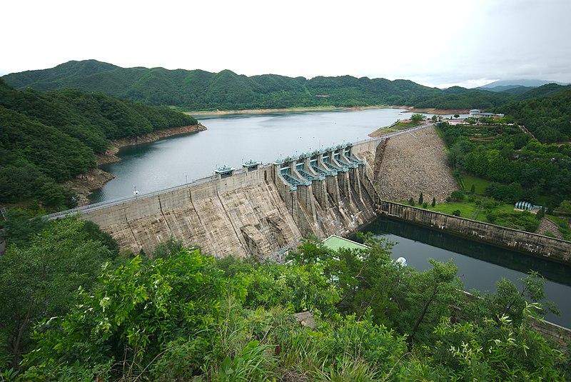 800px-Daecheong_Dam.jpg