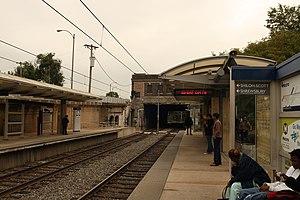Delmar Loop station - Commuters at the Delmar Loop station platform