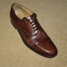 http://upload.wikimedia.org/wikipedia/commons/thumb/0/0c/Derby_shoe1.jpg/220px-Derby_shoe1.jpg