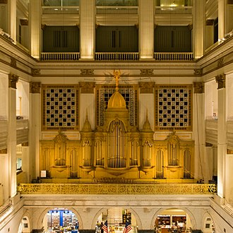 Wanamaker Organ - The display pipes of the Wanamaker Organ. These pipes are decorative only. The pipes that sound are behind and above them. Store architect Daniel Hudson Burnham designed the organ casework.