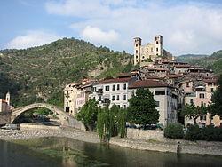 Dolceacqua38 - Panorama del paese vecchio.jpg