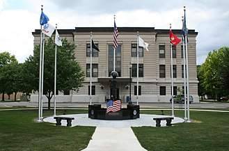Douglas County, Illinois - Image: Douglas County Illinois Courthouse Monument