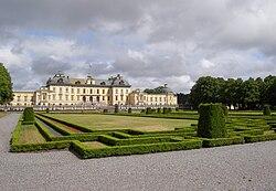 DrottningholmPalaceGardenSide01.jpg
