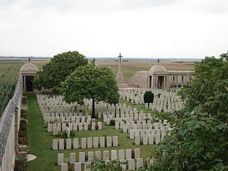 Loos-en-Gohelle - The Loos memorial at Dud Corner cemetery