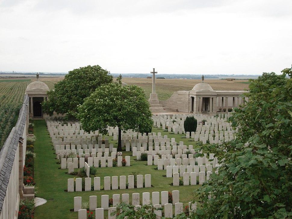 Dud corner cemetery-Loos memorial-2