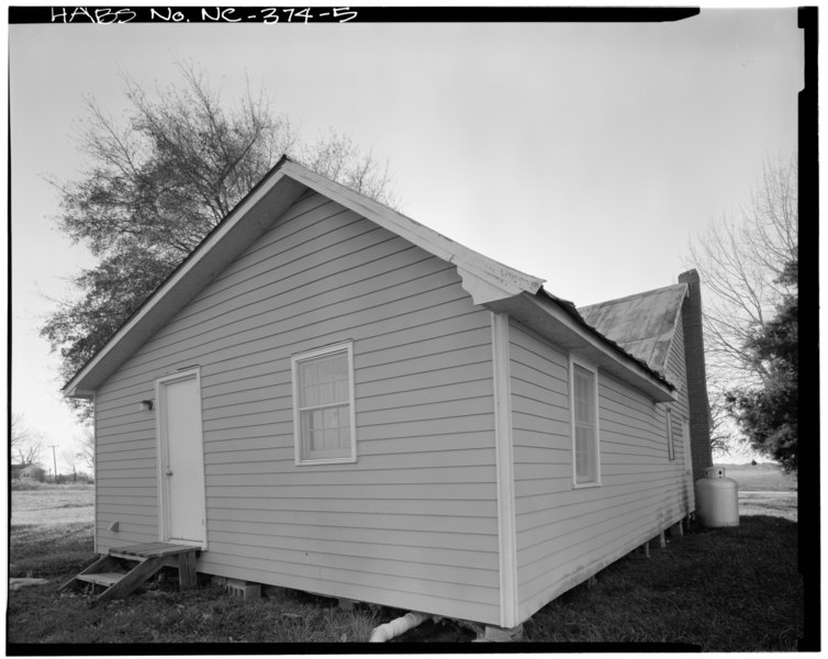 File:EAST REAR AND NORTH SIDE - Ashley House, NC 258-24 South of SR 1229, Richlands, Onslow County, NC HABS NC,67-RILA.V,1-5.tif