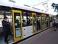 EVO1 na lince 9, Smíchovské nádraží, otevřené dveře.jpg