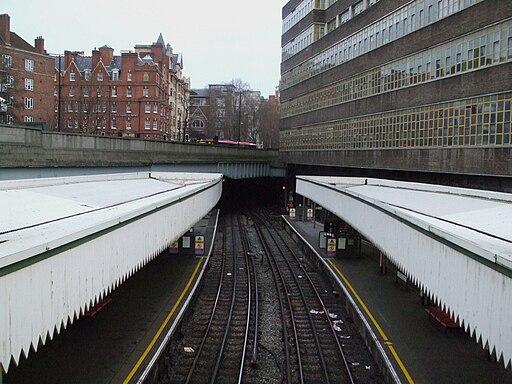 Edgware Road stn (Circle line) high eastbound