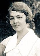 Fotografisches Porträt von Edith Cummings