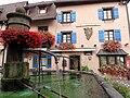 Eguisheim GrandRue Fontaine b.jpg