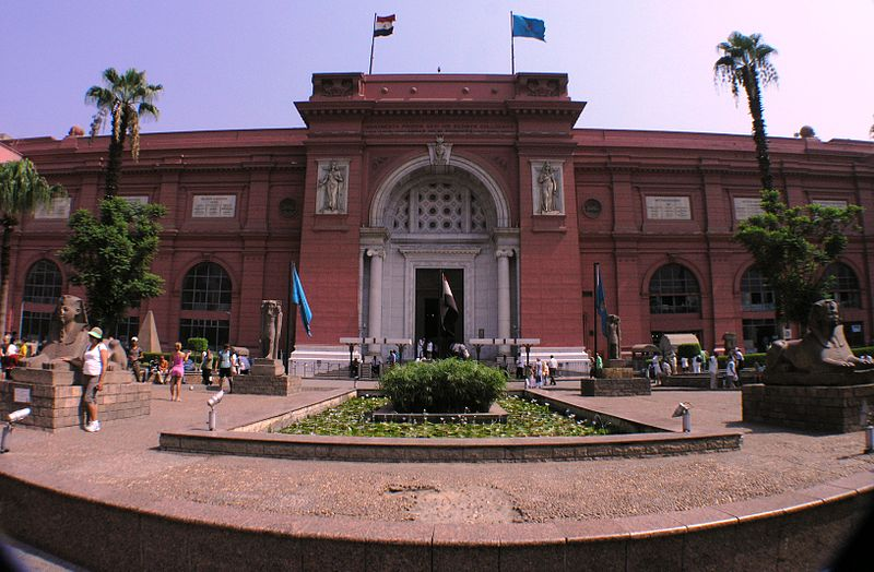 Tiedosto:Egyptian Museum - front view with wide angle lens.JPG