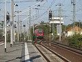 Einfahrender Zug (2006-10) - panoramio.jpg
