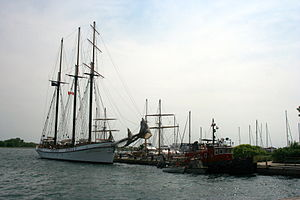Empire Sandy and Tug Marucane, Toronto 4761.jpg