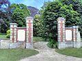 Entrée du parc du château (détruit) de la Créquinière-Aubevoye (Eure) .jpg