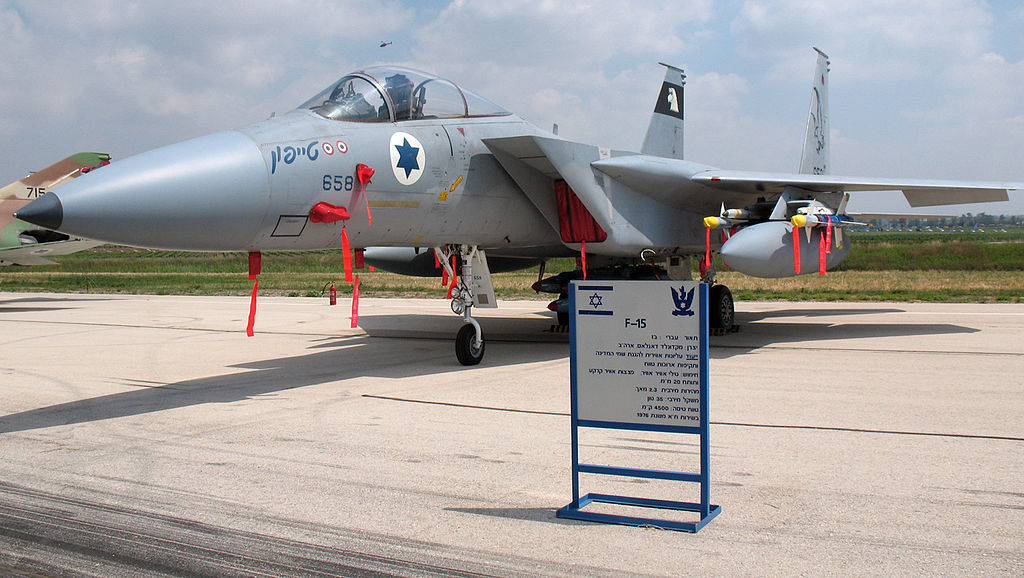 عمليه Mole Cricket 19 او معركة سهل البقاع في 9 يونيو 1982  1024px-F-15A-658-IAF
