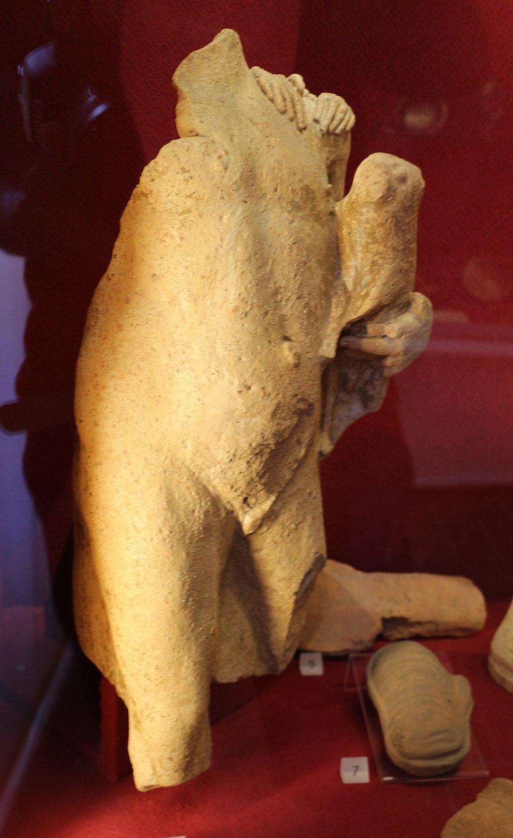 Fanciullo offerente un maialino, da san sisto a marsiliana d'albegna, III-II sec. ac
