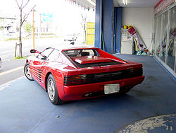 Vista posterior del Ferrari Testarossa.
