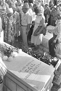 Flickr - Government Press Office (GPO) - Dora Bloch's Family Pays Last Respects