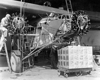 Bird of Paradise (aircraft) - Installation of the auxiliary fuel tanks.