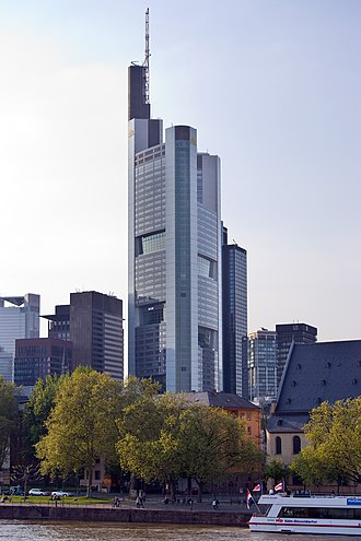 Commerzbank Tower - Image: Frankfurt Am Main Commerzbank Tower Ansicht vom Eisernen Steg