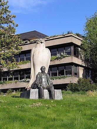 Calouste Gulbenkian Museum - The memorial sculpture dedicated to the Foundation's founder: Calouste Gulbenkian