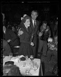 Gary Cooper and Joan Fontaine holding their Oscars at Academy Awards after party, 1942.jpg