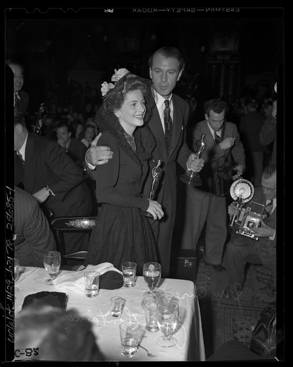Gary Cooper and Joan Fontaine holding their Oscars at Academy Awards after party, 1942