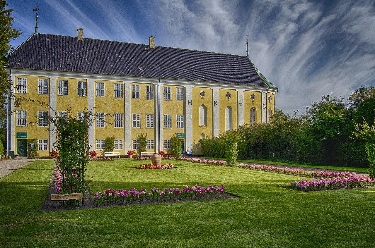 Gavnø slots garden - Flickr - munchflemming.jpg