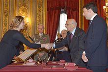 Marianna Madia stringe la mano al presidente della Repubblica Giorgio Napolitano