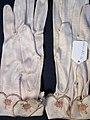Glove, women's (AM 565061-3).jpg