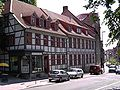 Goe-Albani-Kirchhof-Fachwerkhäuser.JPG