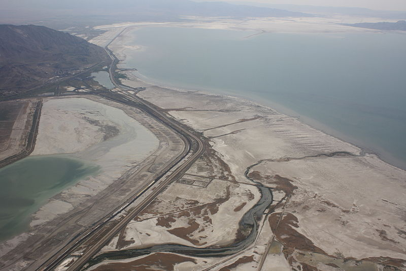 File:Great Salt Lake and Interstate 80 from plane.jpg