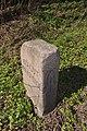 Grenzstein westlich B432 (Kayhude).Hufeisen.ajb.jpg